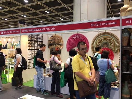 Vietnamese products attract attention at Hong Kong MEGA Show hinh anh 1