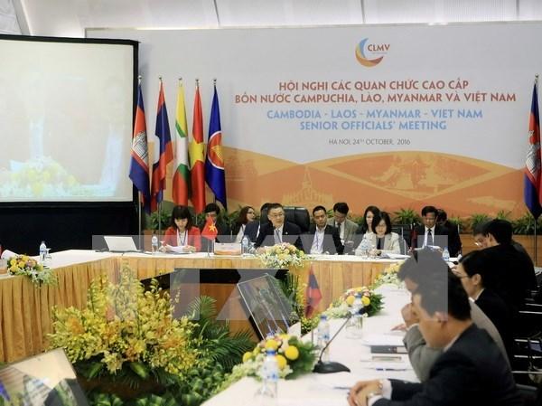 Senior officials prepare for regional summits in Hanoi hinh anh 1