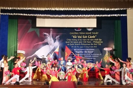 Cultural exchange event highlights Vietnam-Philippines ties hinh anh 1