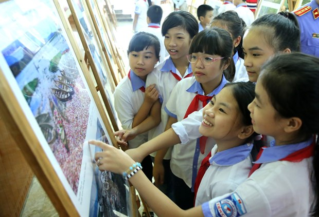 Photo, documentary exhibition features ASEAN Community hinh anh 1