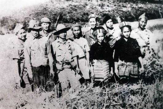 Vietnamese volunteer soldiers honoured by Lao State hinh anh 1