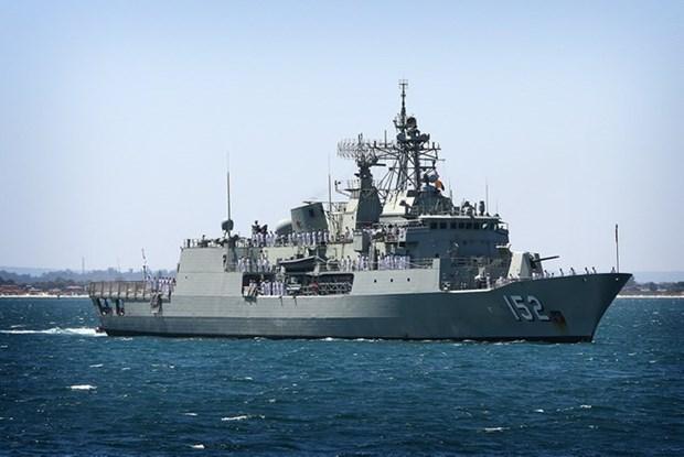 Australian navy ship visits Cam Ranh int'l port hinh anh 1