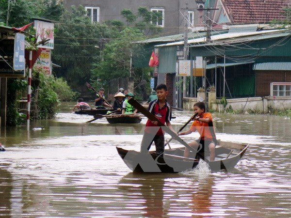 Floods kill four in central region, more torrential rains forecasted hinh anh 1