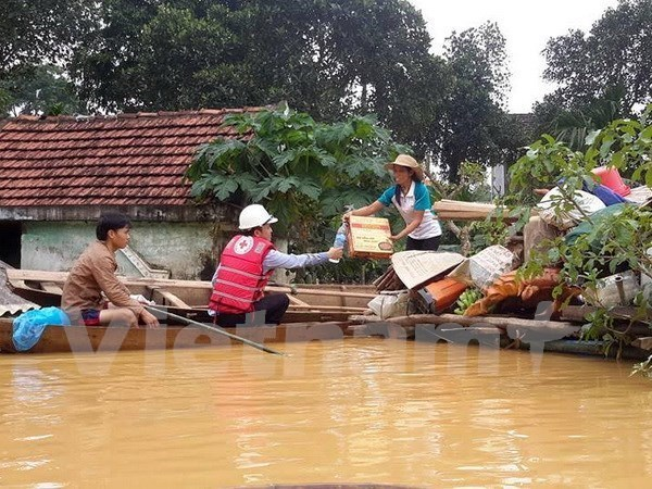 Red Cross continues supporting flood-affected provinces hinh anh 1