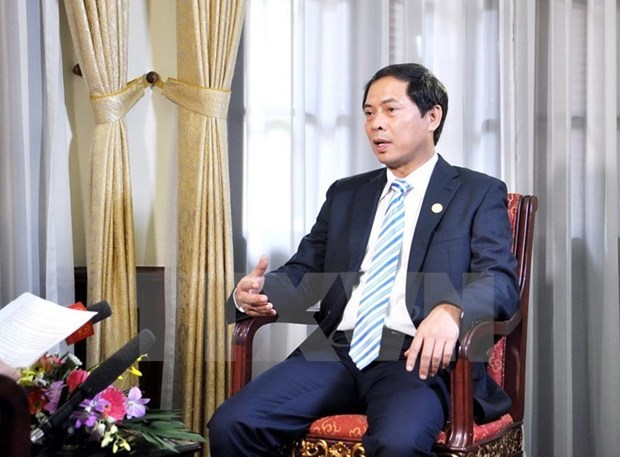 Vietnamese economy balloons sail for new trips hinh anh 1