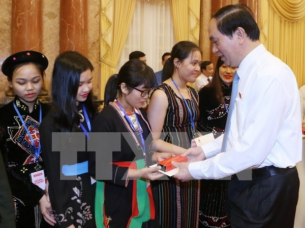 President greets outstanding ethnic minority students hinh anh 1