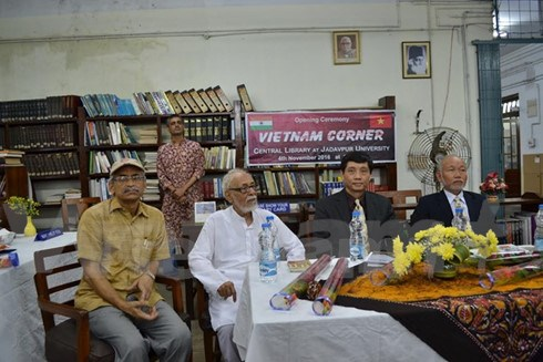 Vietnamese Book Corners open in India hinh anh 1