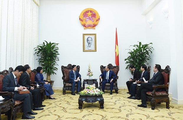 Prime Minister greets Cambodia, Singapore Ambassadors hinh anh 1