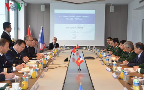 Vietnam, France deepen defence cooperation hinh anh 1