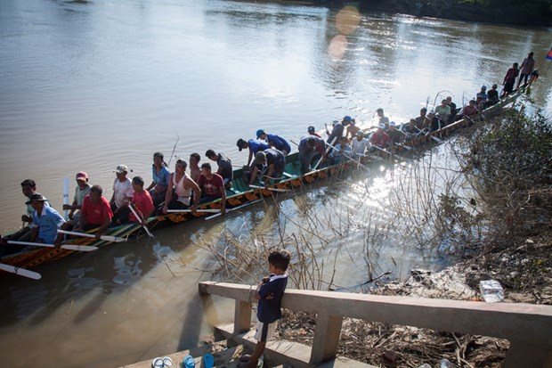 Cambodia holds traditional boat race hinh anh 1