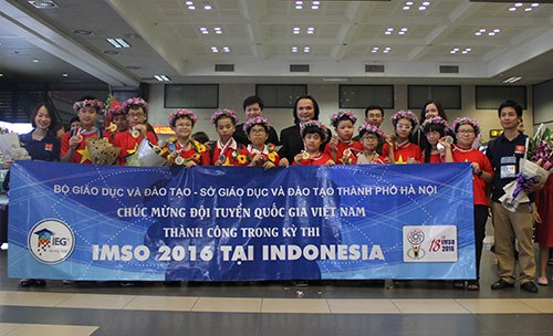 Vietnamese children win int'l maths and science competition hinh anh 1