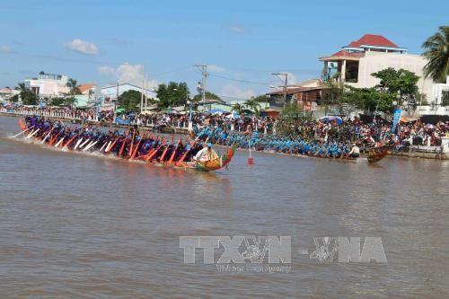 Khmer celebrate Ok Om Bok festival hinh anh 1