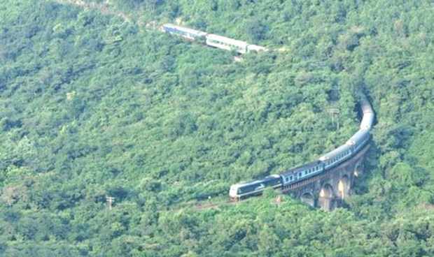 VN needs double-track railway for further development: experts hinh anh 1