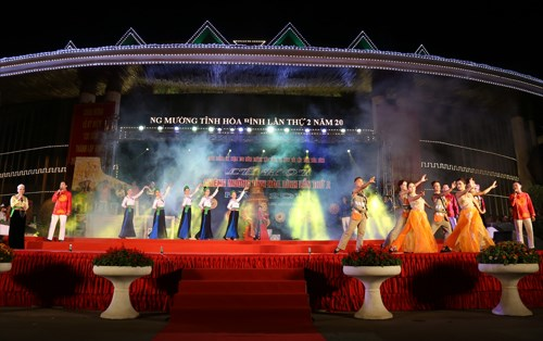 Muong minority group holds second Gong Festival hinh anh 1
