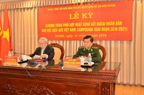 Border guard force to work for friendship with Cambodia hinh anh 1