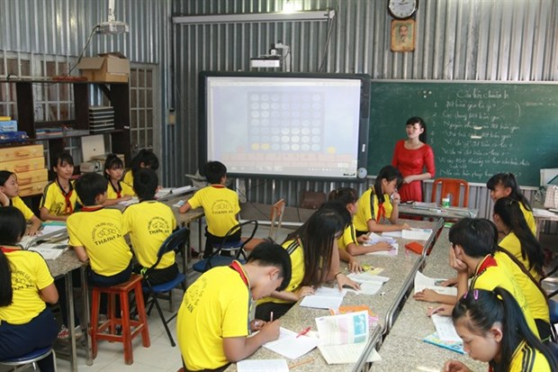 Island teachers devoted to students, community hinh anh 1