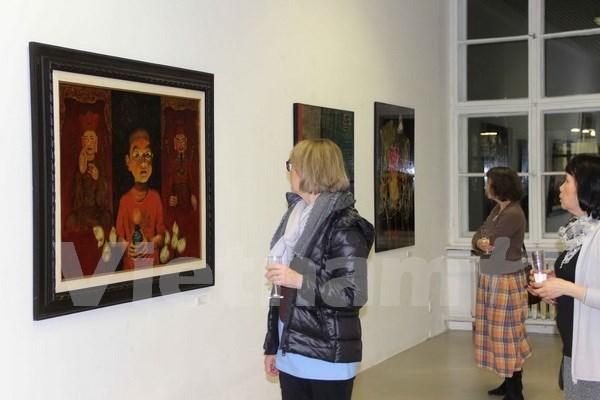 Vietnamese lacquer paintings displayed in Germany hinh anh 1