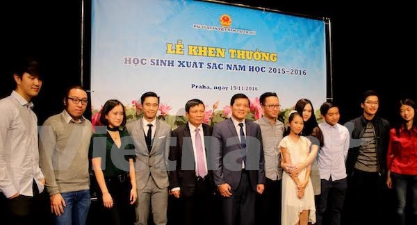 Vietnamese students in Czech Republic honoured hinh anh 1