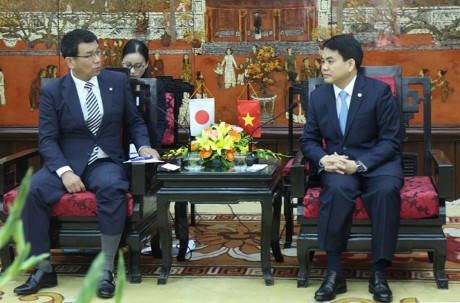 Hanoi, Japan's Fukuoka foster cooperation in various fields hinh anh 1