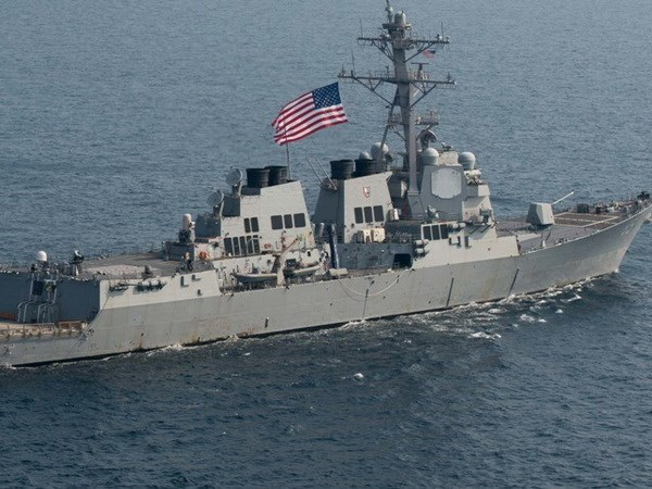 US warship docks in Manila South Harbour hinh anh 1
