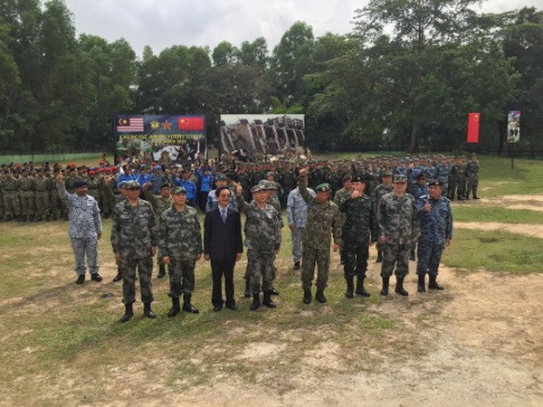 China, Malaysia undertake joint military exercises hinh anh 1