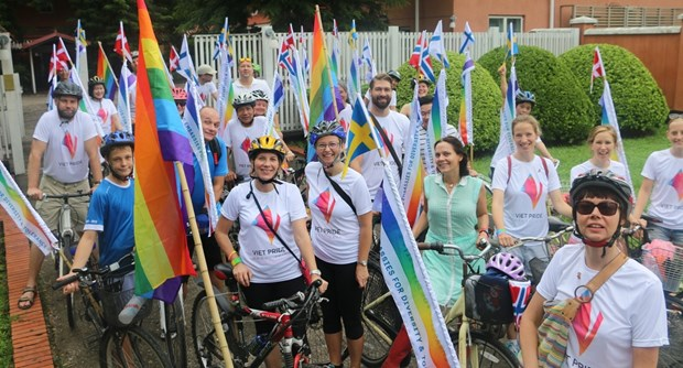 Nordic embassies hold Hanoi Pride Parade hinh anh 1