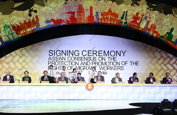 ASEAN reach consensus on protecting rights of migrant workers hinh anh 1
