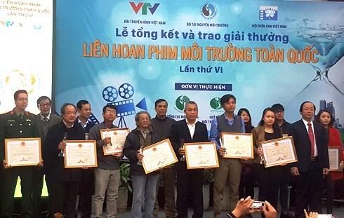 21 awards presented at national environmental film festival hinh anh 1