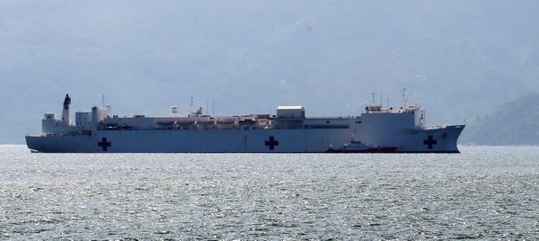 US hospital ship docks in Nha Trang, begins humanitarian programme hinh anh 1