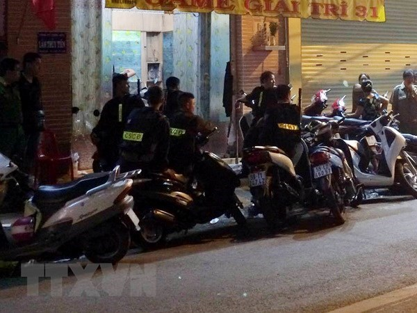 HCM City police deal with 310 extremists hinh anh 1