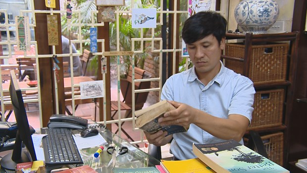"""""""Bookworm"""" attracts English-language book lovers hinh anh 3"""