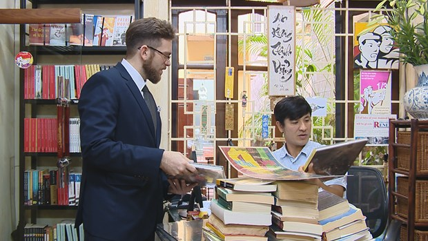 """""""Bookworm"""" attracts English-language book lovers hinh anh 5"""
