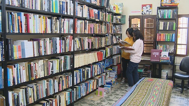 """""""Bookworm"""" attracts English-language book lovers hinh anh 1"""