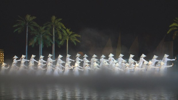 Colourful night show dazzles visitors to Hoi An hinh anh 4