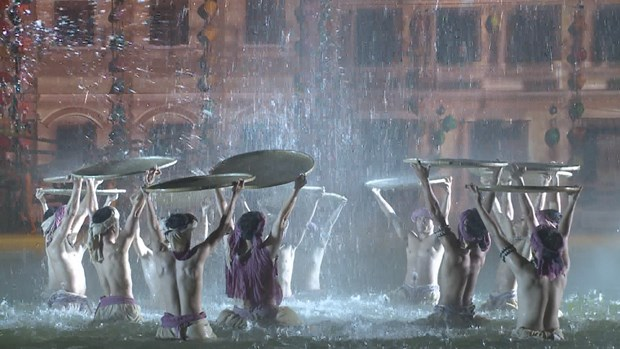 Colourful night show dazzles visitors to Hoi An hinh anh 1
