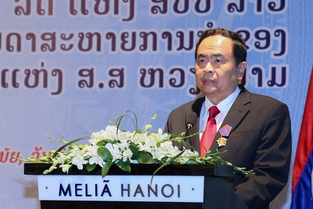 Lao Freedom Order presented to Vietnamese officials hinh anh 1