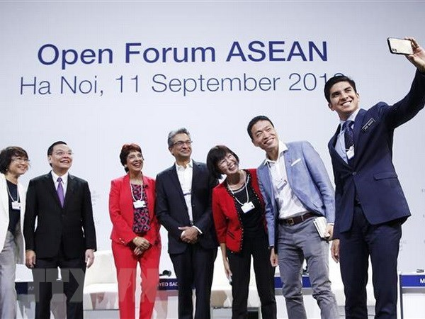 Public join open forum discussion on ASEAN 4.0 hinh anh 2