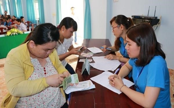Labour union proposes three options on regional minimum wage hike hinh anh 1