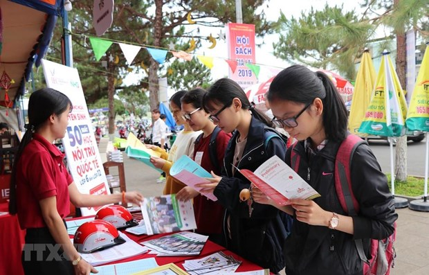 Vietnam gears towards national book strategy hinh anh 1
