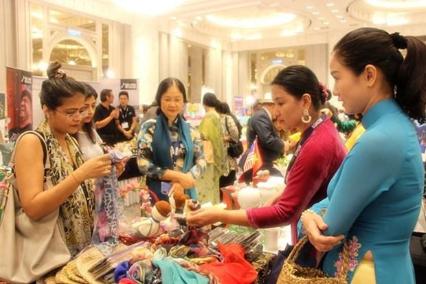 Vietnamese embassy joins int'l charity bazaar in Malaysia hinh anh 1