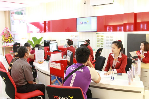 Six-month profit hikes: Banks cautious with bad debts hinh anh 3