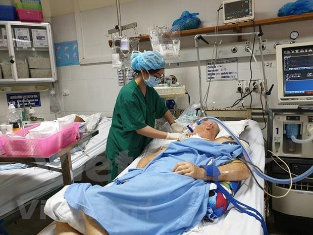 Vietnamese hospitals to remove bottlenecks to lure foreign patients hinh anh 1