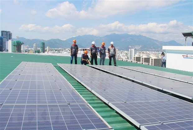 First large-scale floating solar power supply in Vietnam launched hinh anh 1
