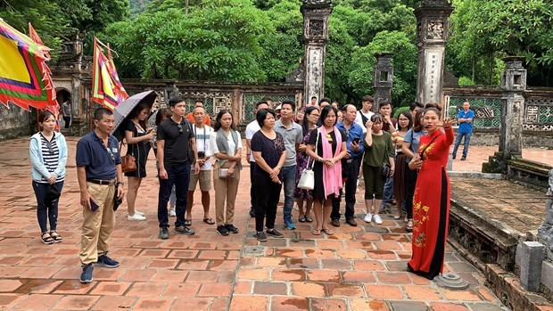 Travel companies should shake hands to draw high-spending tourists hinh anh 2