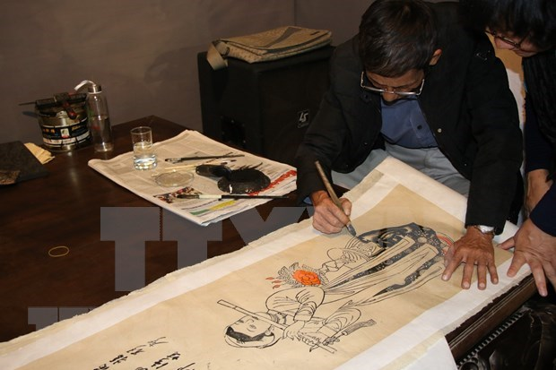 New technology brings Hang Trong paintings closer to young viewers hinh anh 1