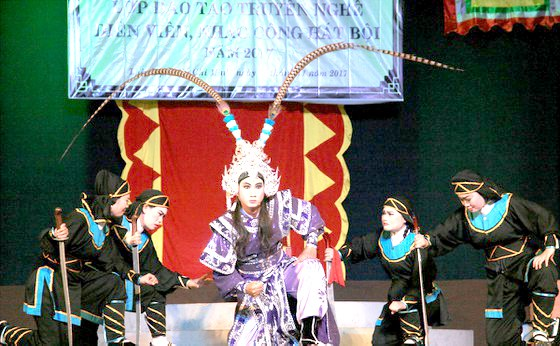 Traditional theatres hunt for new talent hinh anh 1