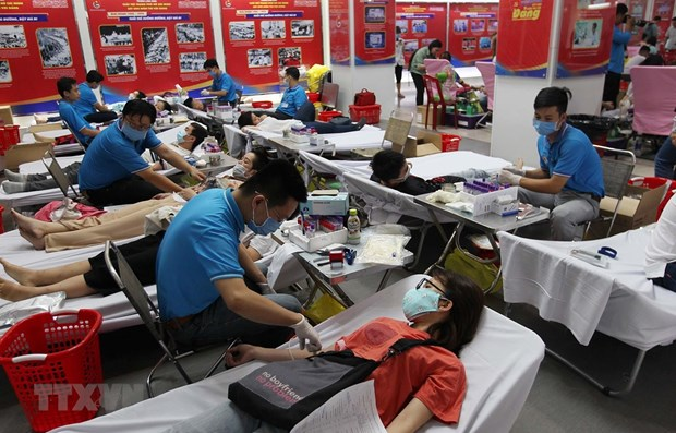 HCM City's youths donate blood to fight coronavirus disease hinh anh 1