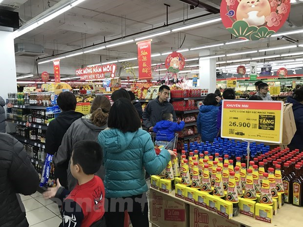 Firms hoard necessities to stabilise market hinh anh 1