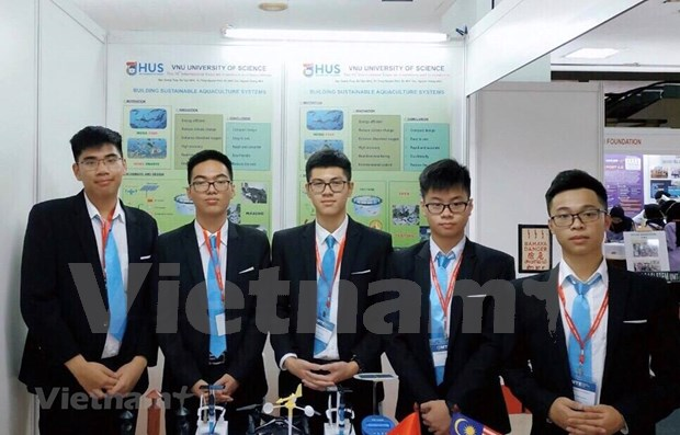 Vietnamese students win Int'l Science Contest in Malaysia hinh anh 1