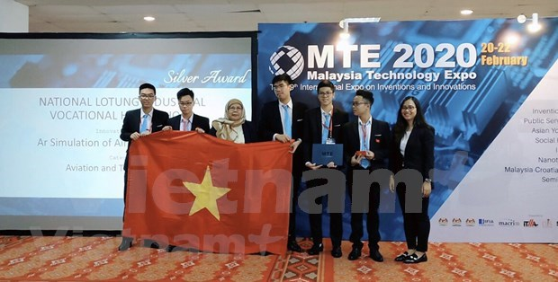 Vietnamese students win Int'l Science Contest in Malaysia hinh anh 3